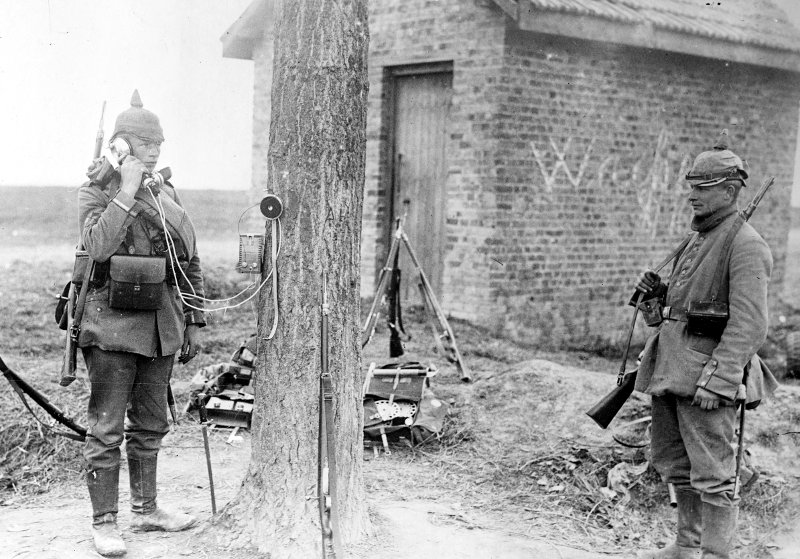 Feldtelefon_Soldat_1914_800_559